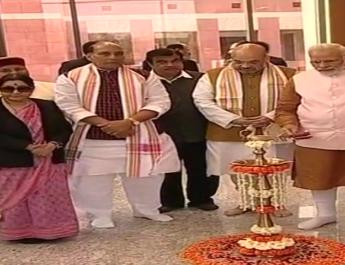 भाजपा के नए पार्टी मुख्यालय का पीएम मोदी और लाल कृष्ण आडवाणी ने किया उद्घाटन 3