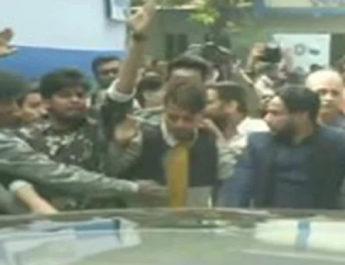 कलकत्ता यूनिवर्सिटी के छात्रों ने रोका राज्यपाल की कार का रास्ता