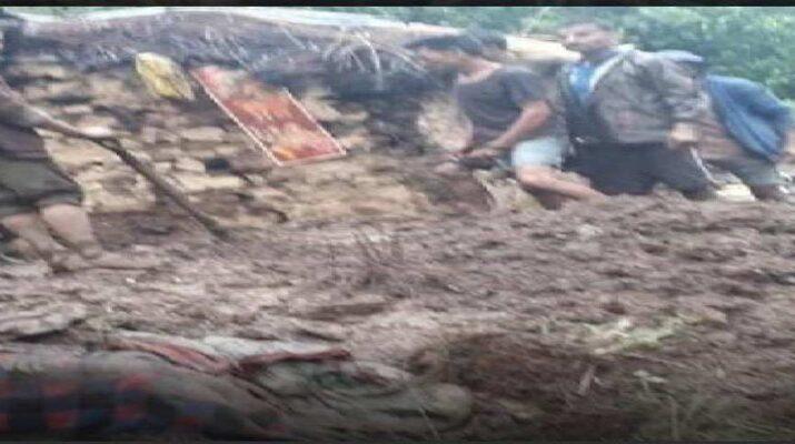उत्तराखंड: द्वाराहाट में भारी बारिश से गिरा दो मंजिला मकान, तीन की मौत, एक घायल 15
