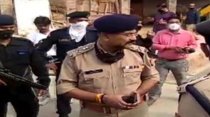 कानपुर: DSP सहित आठ पुलिसकर्मी शहीद, बदमाशों ने घर की छत से घात लगाकर किया पुलिस टीम पर हमला 10