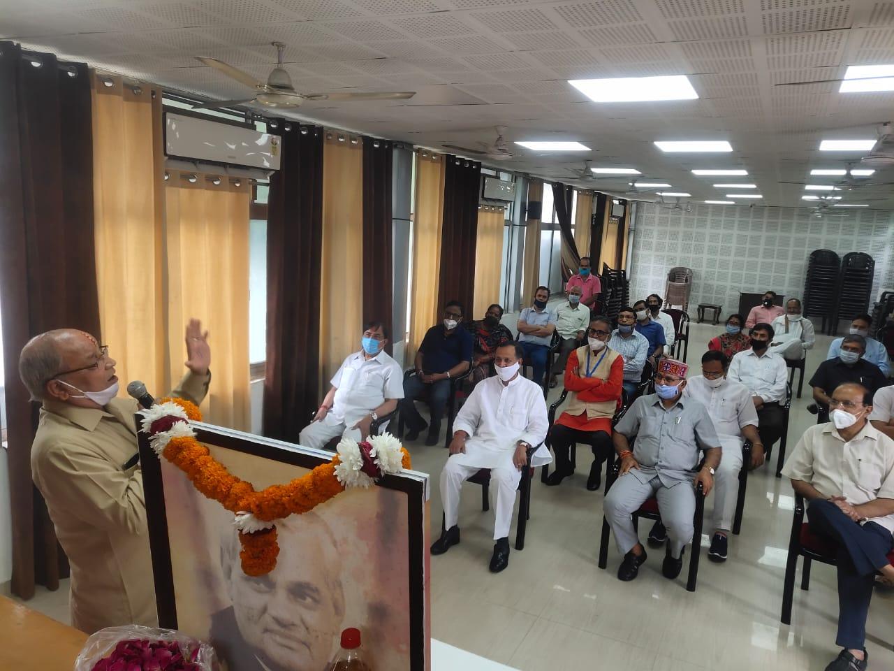 भाजपा प्रदेश कार्यालय पर स्वर्गीय अटल बिहारी वाजपेयी को उनकी पुण्यतिथि पर दी गई श्रद्धांजलि 2