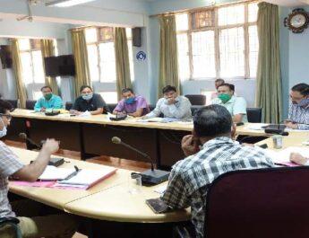 बागेश्वर: जनपद में कोरोना संक्रमण के बढ़ते मामलों के मध्यनजर जिलाधिकारी विनीत कुमार ने की आवश्यक बैठक आयोजित