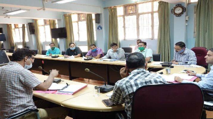 बागेश्वर: जनपद में कोरोना संक्रमण के बढ़ते मामलों के मध्यनजर जिलाधिकारी विनीत कुमार ने की आवश्यक बैठक आयोजित 16