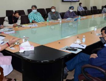 Jammu & Kashmir: Lt Governor calls for zero release of sewage waste of household and commercial establishments into the lakes 3