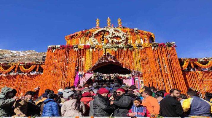 श्री बदरीनाथ धाम के कपाट आज अपराह्न 3:35 पर शीतकाल के लिए किए गए बंद, गढ़वाल स्काट के बैंड की सुमधुर धुनों से गूंजा बदरीनाथ धाम 14