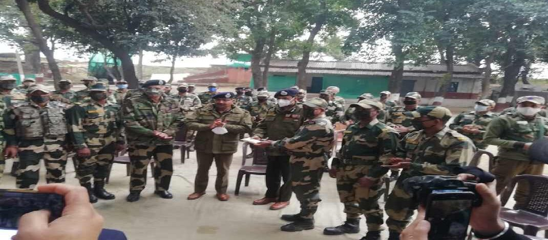Jammu & Kashmir: DGP visited Arnia border Jammu, rewarded BSF personnel
