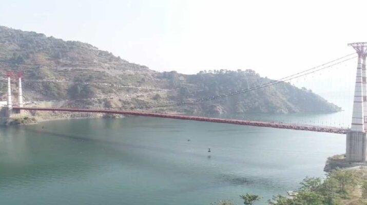 टिहरी: मुख्यमंत्री त्रिवेंद्र सिंह रावत ने डोभरा चांठी भारी वाहन झूला पुल का किया लोकार्पण 19