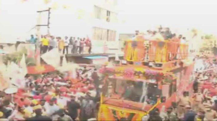 Video: हैदराबाद में गृह मंत्री अमित शाह का ज़बरदस्त रोड शो, ओवैसी के गढ़ में भी दी दस्तक 1
