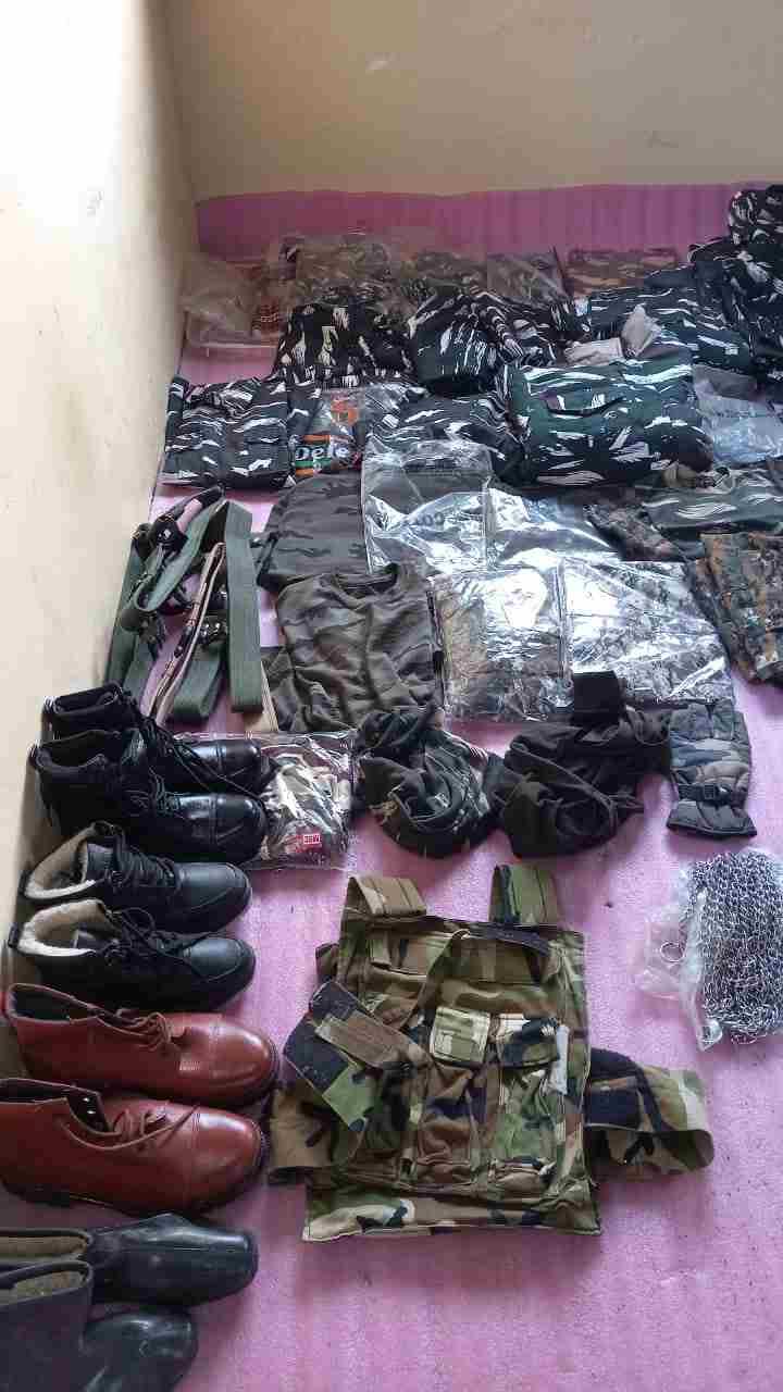 Jammu & Kashmir: HUGE QUANTITY OF BANNED UNIFORM ITEMS SEIZED BY AWANTIPORA POLICE 2