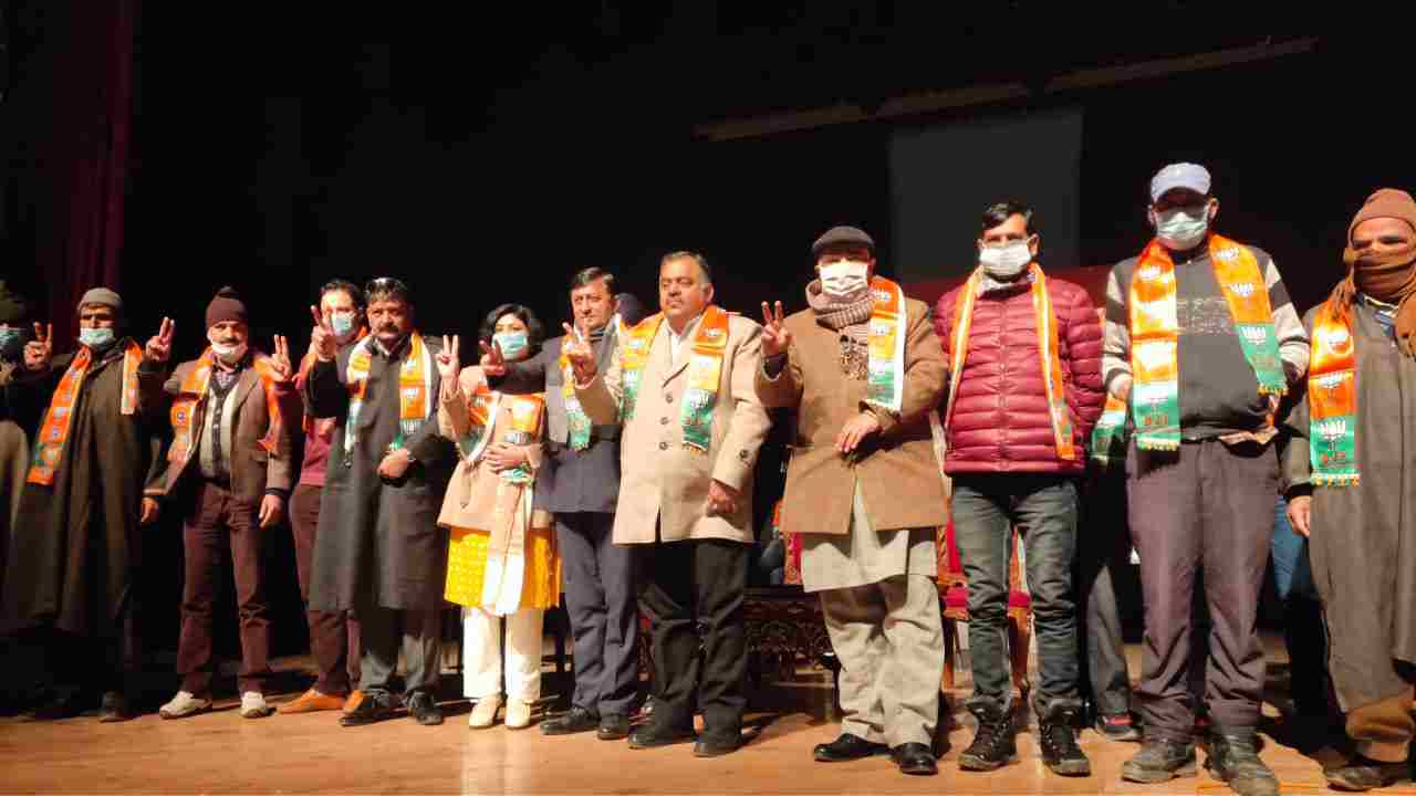 J&K: BJP facilitated newly elected representatives, vowed to work for development in region, Was victory of trust and commitment: Chugh 3
