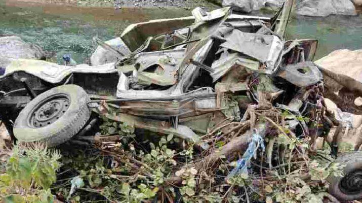 त्यूणी अटाल के पास दो वाहनों में टक्कर, एक की मौके पर ही हुई मौत, दूसरा घायल 11