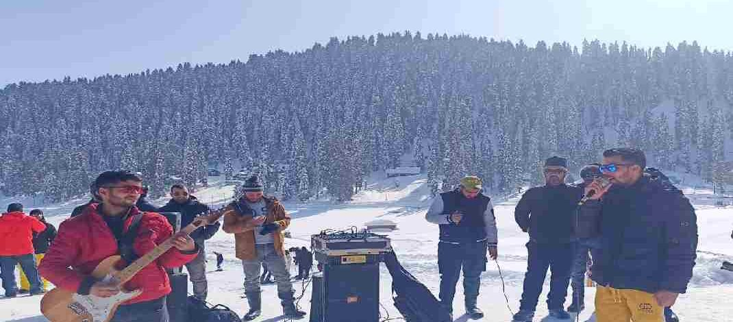 J&K: Directorate of Tourism's live musical weekend at Gulmarg, All slopes now open for Skiers, Ski Patrol Team in place