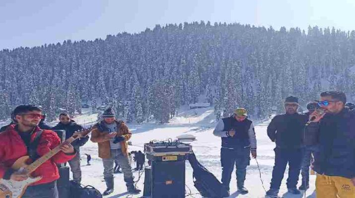 J&K: Directorate of Tourism's live musical weekend at Gulmarg, All slopes now open for Skiers, Ski Patrol Team in place 1