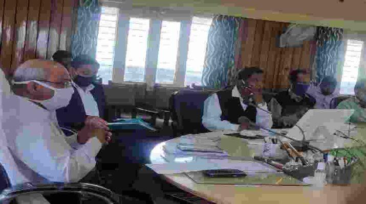 पिथौरागढ़: जिलाधिकारी आनन्द स्वरूप ने जनपद के सभी शासकीय कार्यालयों में सावधानी बरतने के लिए की नई गाइडलाइन जारी 3