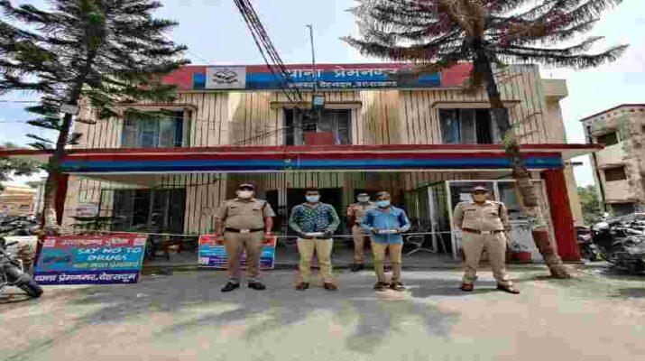 देहरादून: मंदिरों व बंद घरों में चोरी करने वाले शातिर चोर माल के साथ पकड़ा 7