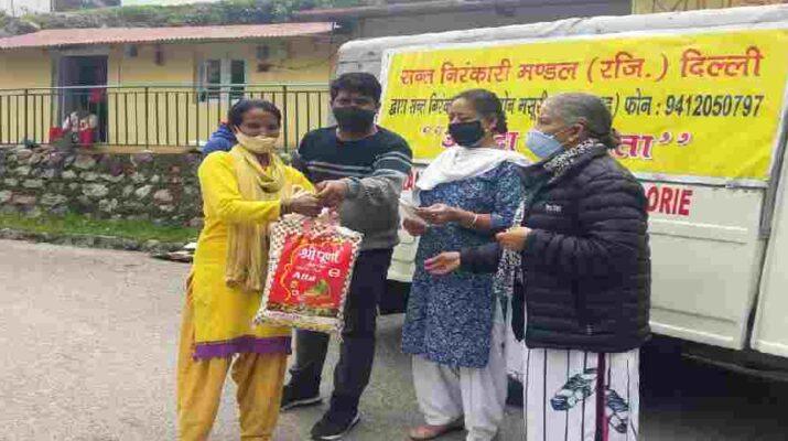 Uttarakhand: संत निरंकारी मिशन मसूरी द्वारा जरूरतमंद लोगों को दी गयी राशन किट 8