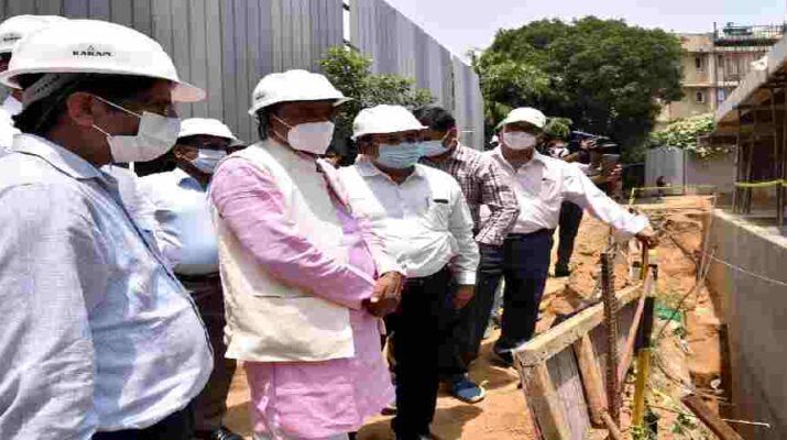 Uttarakhand: पेयजल मंत्री बिशन सिंह चुफाल ने नई दिल्ली में निर्माणाधीन भवन उत्तराखण्ड निवास का किया निरीक्षण, कहा - निर्माण कार्य, गुणवत्ता बनाए रखते हुए तय की गई समय सीमा में पूरा करना सुनिश्चित किया जाए 5