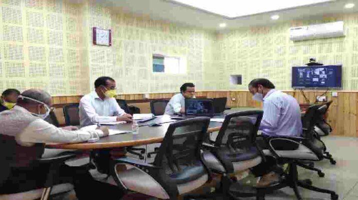 Pithoragarh: जिले में मुख्यमंत्री की शत घोषणाओं को धरातल पर क्रियान्वयन कर मूर्त रूप देना आवश्यकीय - जिलाधिकारी आनन्द स्वरूप 2