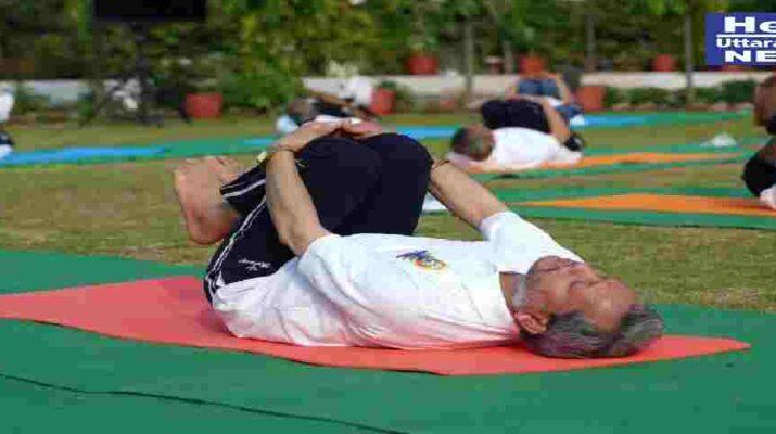 मुख्यमंत्री तीरथ सिंह रावत ने अन्तरराष्ट्रीय योग दिवस पर उत्तराखण्ड आयुर्वेदिक विश्व विद्यालय परिसर में किया योगाभ्यास, कहा - योग की वजह से उत्तराखण्ड की विश्व में अलग पहचान 16