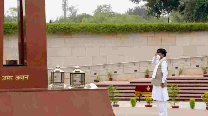 हमे अपने जवानों की वीरता पर गर्व - केन्द्रीय रक्षा राज्य मंत्री अजय भट्ट, नेशनल वार मेमोरियल जाकर की शहीद सैनिकों को श्रद्धांजलि अर्पित 8