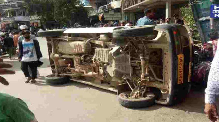 Pithoragarh: ब्रेक फेल होने से सड़क पर पलटी कार, ट्रैफिक पुलिस द्वारा घायलों को तुरन्त पहुँचाया गया हॉस्पिटल 4