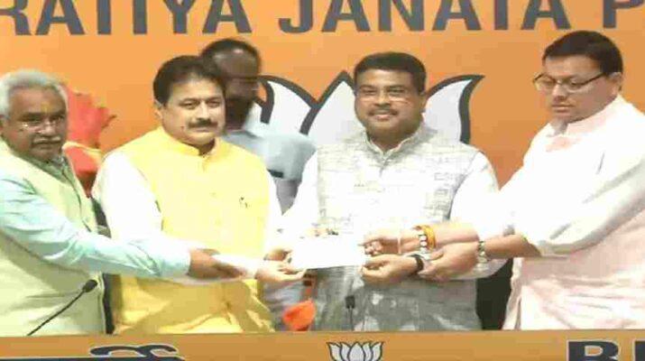 Uttarakhand: कांग्रेस को बड़ा झटका, पुरोला विधायक भाजपा में शामिल, मुख्यमंत्री धामी भी रहे मौजूद 11