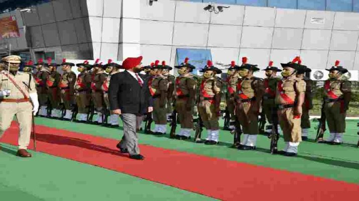 Uttarakhand: नवनियुक्त राज्यपाल लेफ्टिनेंट जनरल (सेवानिवृत) गुरमीत सिंह पहुंचे देहरादून, पुलिस द्वारा दिया गया गार्ड ऑफ ऑनर 6