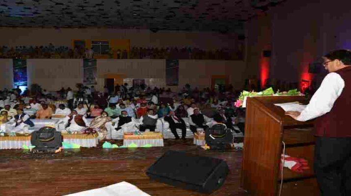 Uttarakhand: मुख्यमंत्री ने की विद्यालयी शिक्षा विभाग की समीक्षा, शिक्षा के विकास तथा छात्रों के व्यापक हित में मुख्यमंत्री ने की कई घोषणायें 19