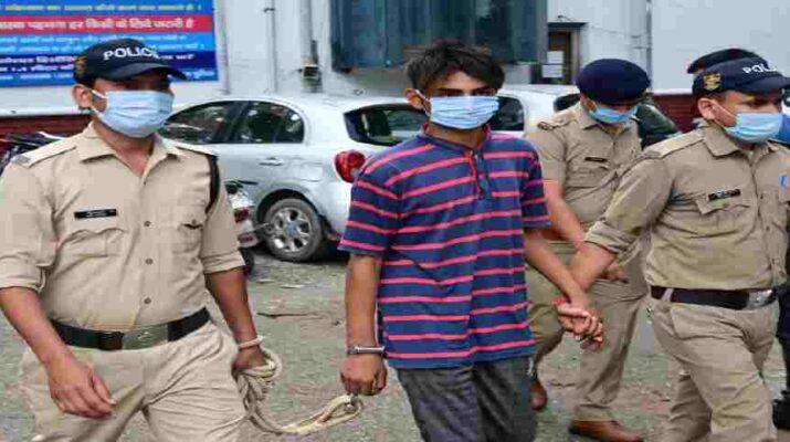 विकासनगर क्षेत्र में हुई लूट व हत्या की घटना का पुलिस ने किया 24 घंटे के अन्दर खुलासा, घटना में संलिप्त एक अभियुक्त लूटे गये मोबाइल व नगदी के साथ गिरफ्तार 1