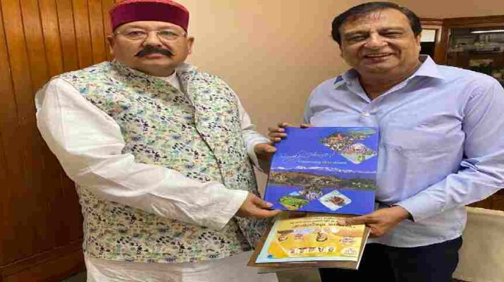 Dehradun: प्रसिद्ध फिल्म निर्माता व निर्देशक केसी बोकाड़िया ने महाराज से की मुलाकात, फिल्म स्टूडियो तथा फिल्म इंस्टीट्यूट स्थापित करने का दिया आश्वासन 17
